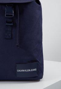 Calvin Klein Jeans - LOGO TAPE FLAP BACKPACK - Rucksack - blue - 2