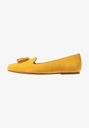 Slip-ons - yellow