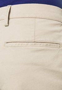GAP - IN SOLID - Shorts - iconic khaki - 4