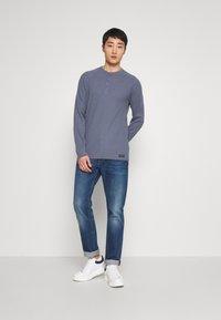 Abercrombie & Fitch - WAFFLE HENLEY - Camiseta de manga larga - blue - 1