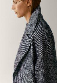 Massimo Dutti - Classic coat - black - 6