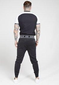 SIKSILK - OXFORD RAGLAN TECH - Shirt - black/white - 2