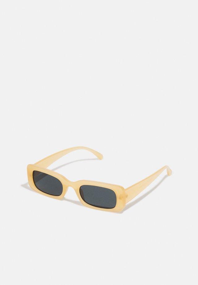 CHUNKY UNISEX - Sluneční brýle - beige