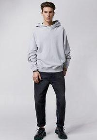 Tigha - Hoodie - vintage concrete grey - 1