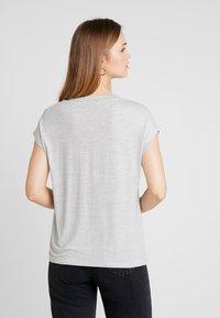 ONLY - ONLTINA STRIPE V NECK - Print T-shirt - cloud dancer/black - 2