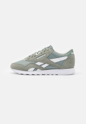 Trainers - green/white