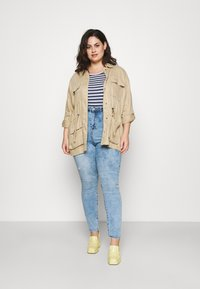 Missguided Plus - MINIMAL RIPPED - Jeans Skinny Fit - blue - 1