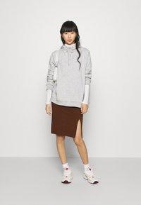 Even&Odd - BASIC - Midi skirt with slit - Pouzdrová sukně - dark brown - 1