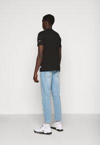 Versace Jeans Couture - SLIM TRIS LOGO - Triko spotiskem - black - 2
