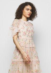 Needle & Thread - EMMA DITSY MINI DRESS - Koktejlové šaty/ šaty na párty - strawberry icing - 3