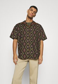 Mennace - PEACOCK PATTERN REVERE SHIRT - Shirt - dark green - 0