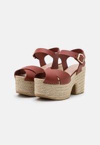Claudie Pierlot - AMELIE - Sandály na platformě - cerise - 2