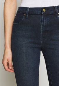 J Brand - ALANA HIGH RISE CROPPED PANT - Jeans Skinny Fit - fix - 6