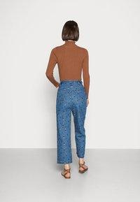Stella Nova - ZEA - Relaxed fit jeans - wild cherry - 2