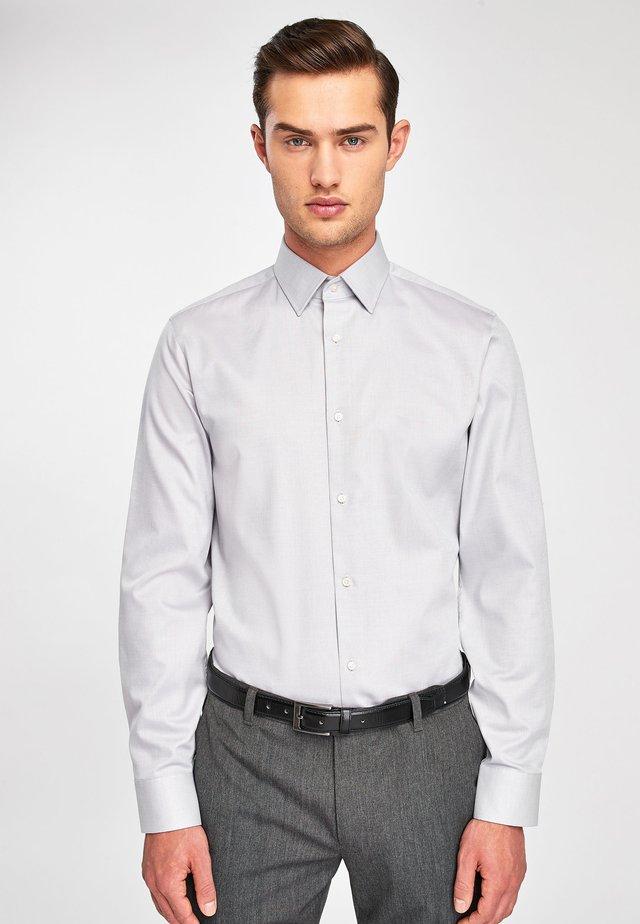 SIGNATURE TEXTURED SHIRT-REGULAR FIT SINGLE CUFF - Formal shirt - grey
