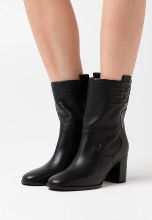 DORIS  - Korte laarzen - black