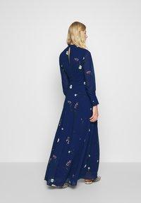 IVY & OAK - PRINTED DRESS - Vestito lungo - indigo - 2