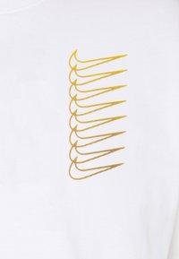 Nike SB - TEE INTERNATIONAL UNISEX - Print T-shirt - white - 2