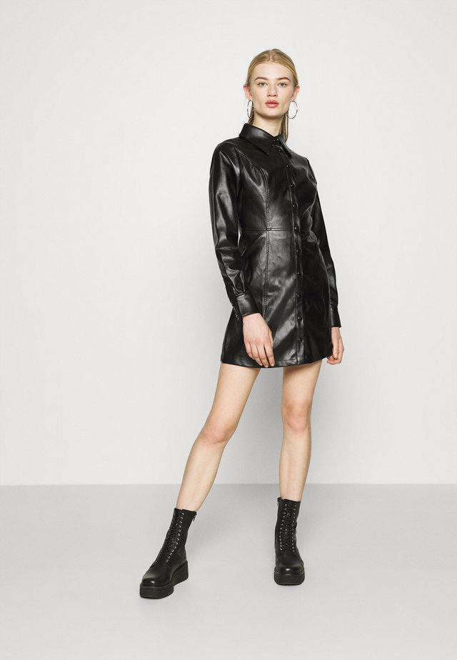 MINI DRESS WITH LONG SLEEVES AND OVERSIZED COLLAR - Košilové šaty - black