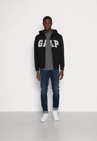 GAP - ARCH - Zip-up sweatshirt - true black - 1