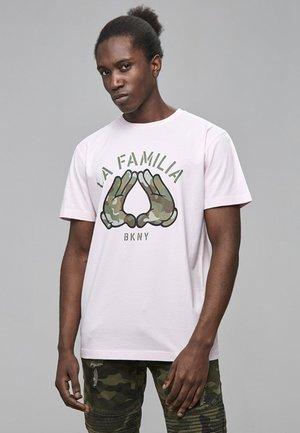 Print T-shirt - pale pink/camo