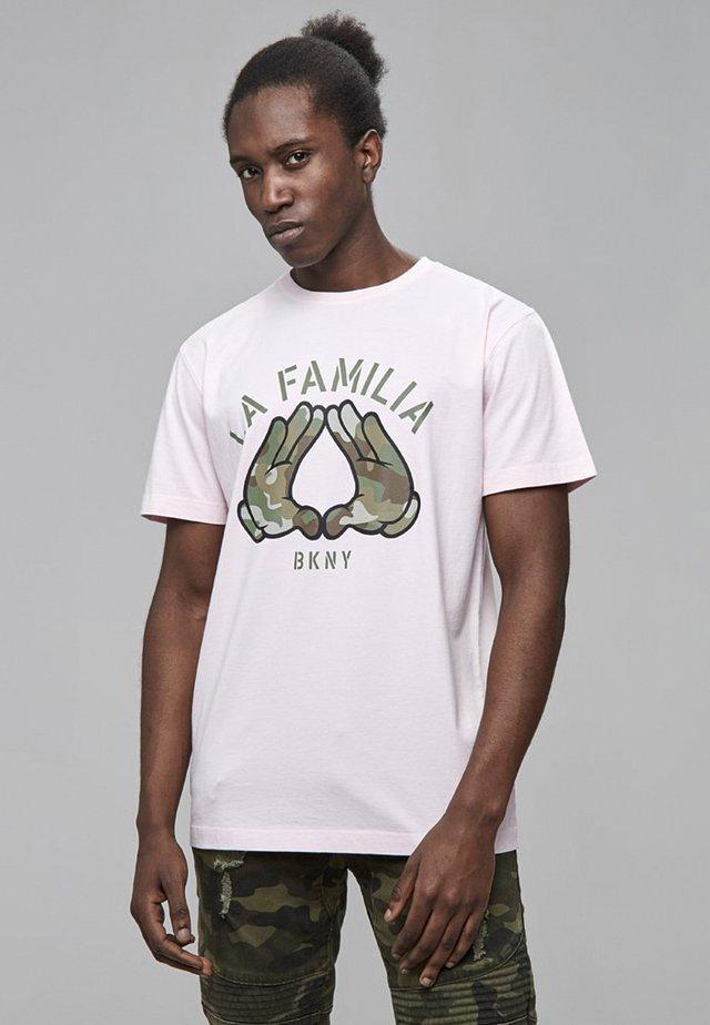 T-shirt med print - pale pink/camo
