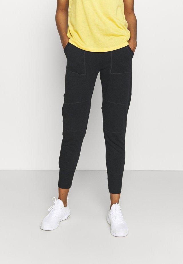 ONPMIKA 7/8 SLIM PANTS - Pantaloni sportivi - black melange