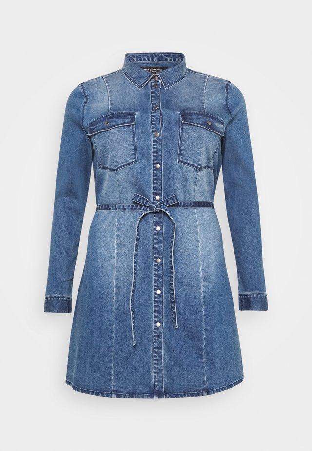 CARNETTE LIFE BELT TUNIC DRESS - Sukienka jeansowa - medium blue denim
