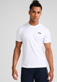Fila - LOGO SMALL - Jednoduché triko - white - 0