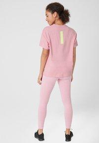 s.Oliver active - LOCKERES  - Print T-shirt - pink - 2