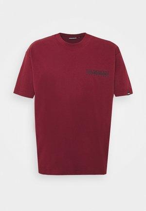 YOIK UNISEX - T-shirt med print - vint amaranth