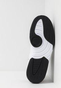 Jordan - MAX AURA - Sneakers high - white/infrared/black - 4