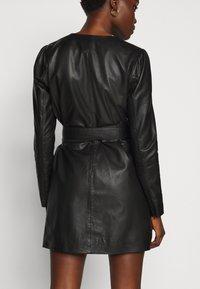 2nd Day - ELECTRA - Pouzdrové šaty - black - 4