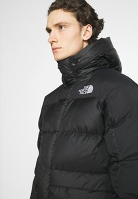 The North Face - M HIMALAYAN DOWN PARKA - Chaqueta de plumas - black - 4