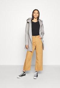 ONLY - ONLCANE COAT - Abrigo corto - light grey melange - 1