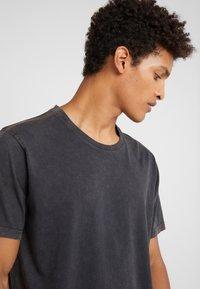 DRYKORN - SAMUEL - T-shirt - bas - anthracite - 4