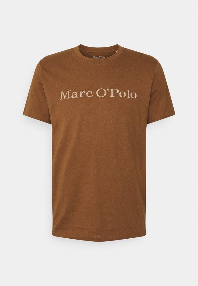 SHORT SLEEVE - Print T-shirt - brown