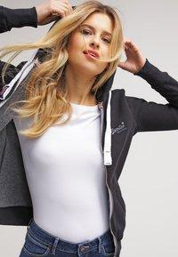Zalando Essentials - Topper langermet - white - 3