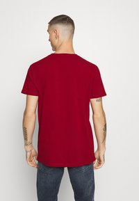 Tommy Jeans - BADGE TEE - Basic T-shirt - wine red - 2