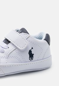 Polo Ralph Lauren - THERON LAYETTE UNISEX - First shoes - white tumbled/navy - 5