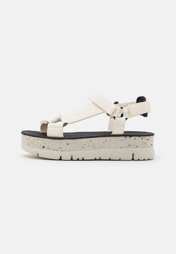 ORUGA UP - Platform sandals - white