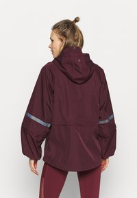 Sweaty Betty - MISSION JACKET - Waterproof jacket - plum red - 2