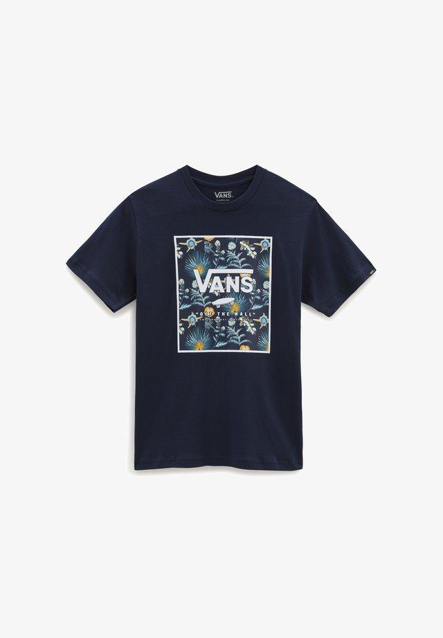 BY PRINT BOX BOYS - Print T-shirt - dress blues/califas