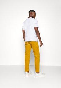 Lindbergh - CORD TROUSERS - Trousers - dark yellow - 2