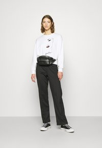ONLY - ONLZITA LIFE SHORT LIPS BOX - Sweatshirt - bright white - 1
