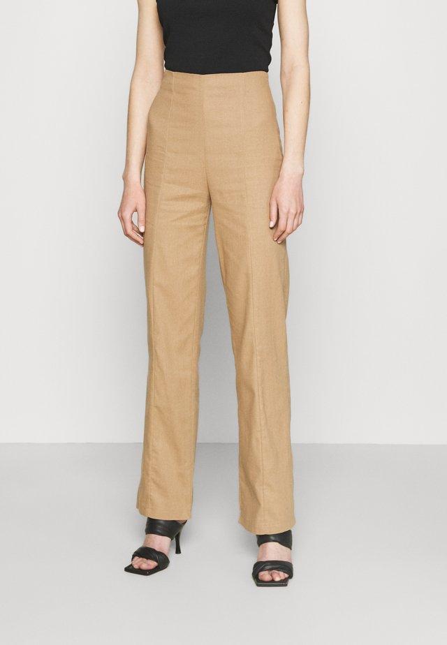 SEAM FRONT WIDE LEG TROUSER - Pantalon classique - brown