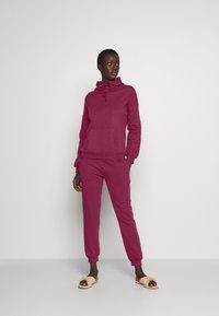 Anna Field - Hooded lounge set - Pyjama set - berry - 0