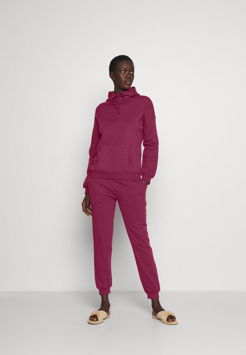 Anna Field - Hooded lounge set - Pyjama set - berry