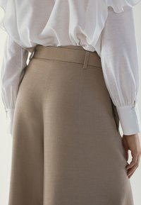 Massimo Dutti - MIT SCHLEIFE - Pantalon classique - brown - 6