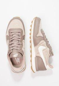 Nike Sportswear - INTERNATIONALIST - Trainers - sepia stone/sail/sand/light brown - 2